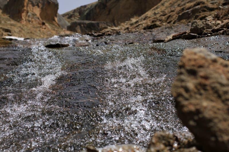 Río de la montaña de Elbrus imagenes de archivo