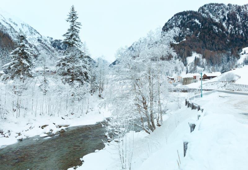 Río de la montaña del invierno imágenes de archivo libres de regalías