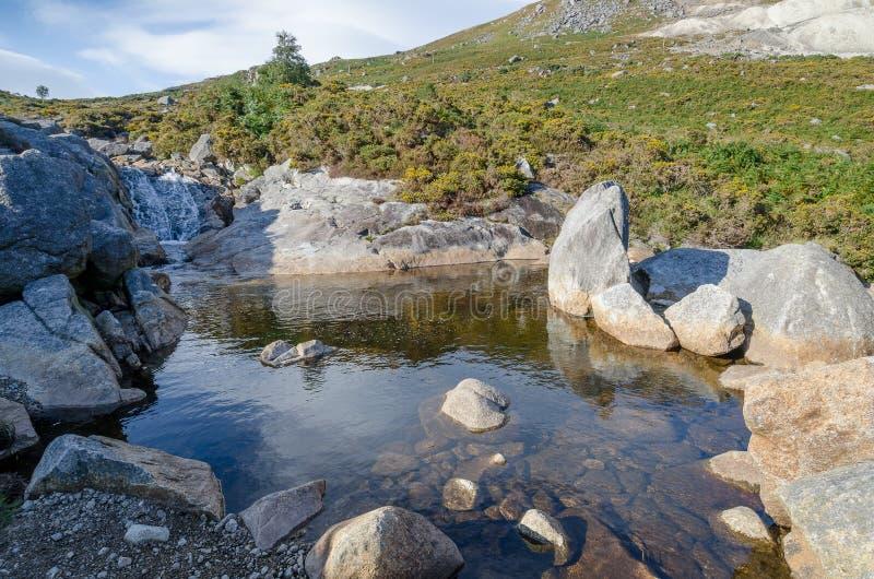 Río de la montaña en Irlanda fotos de archivo libres de regalías