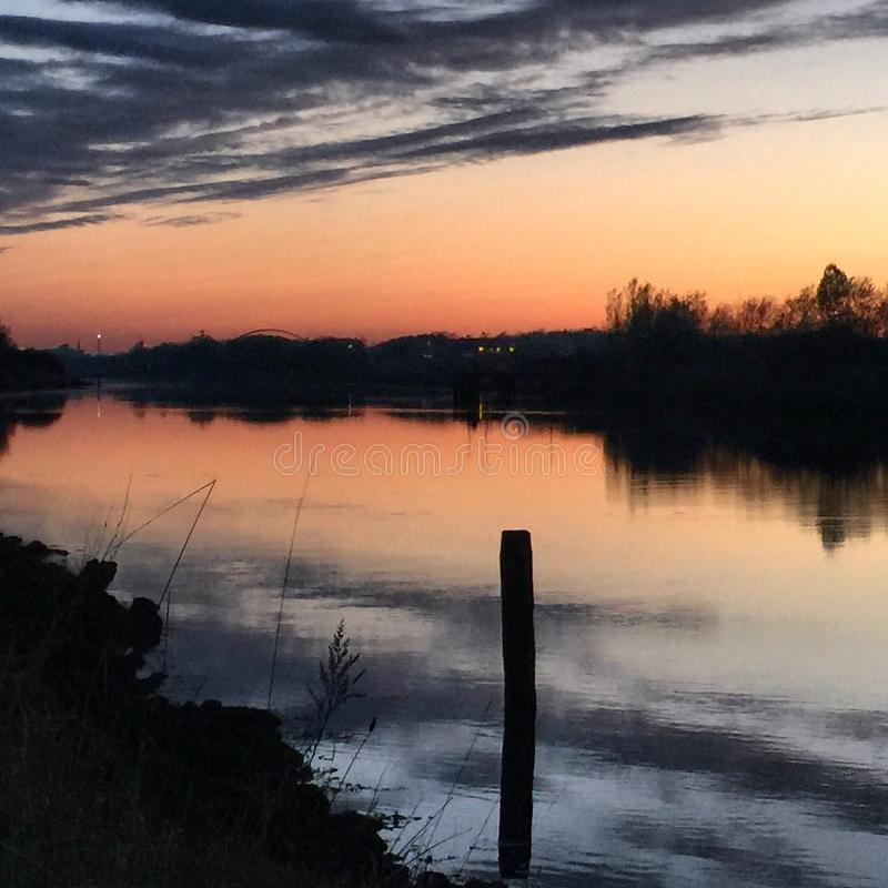 Río de la tarde fotografía de archivo