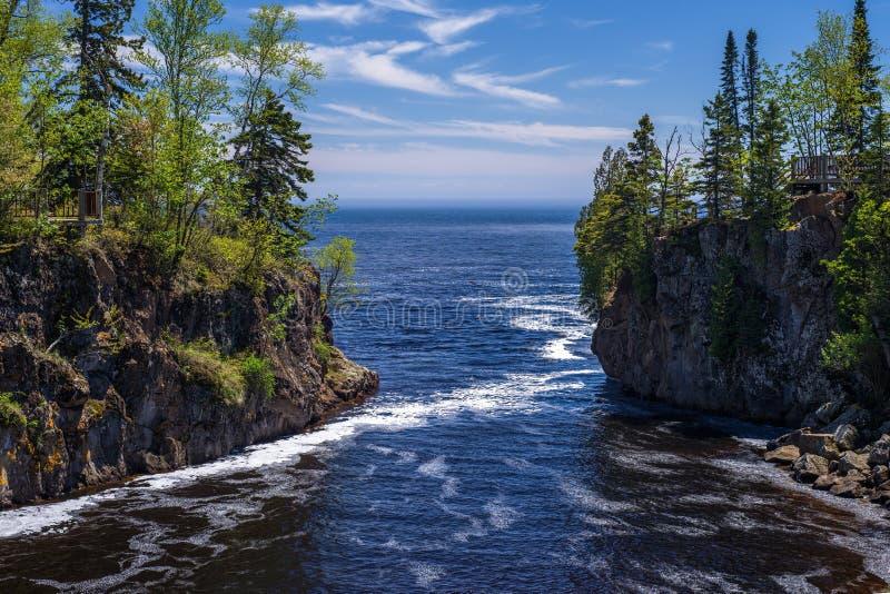 Río de la templanza, el lago Superior fotos de archivo