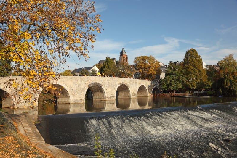 Río de Lahn en Wetzlar, Alemania foto de archivo
