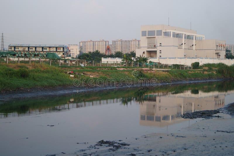 Río de las aguas residuales fotos de archivo libres de regalías