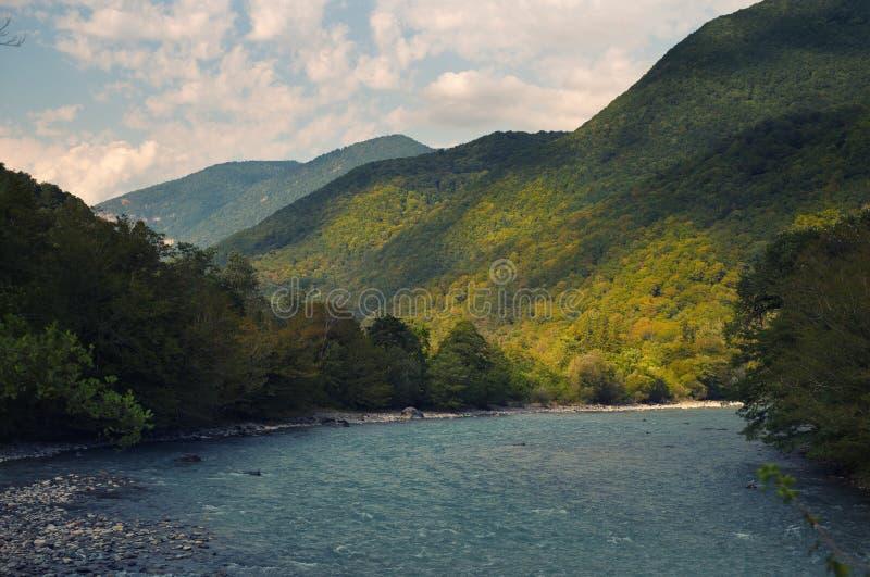 Río de las montañas imagen de archivo