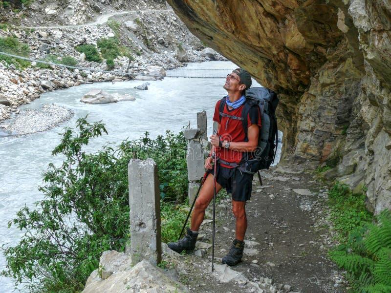Río de Marsyangdi cerca del pueblo de Tal - Nepal imagen de archivo