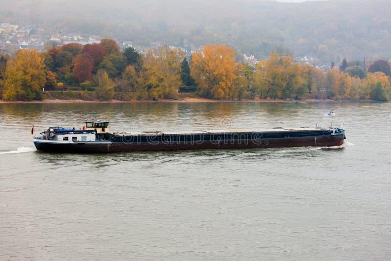 Río de navegación cargado el Rin Alemania de la gabarra imágenes de archivo libres de regalías