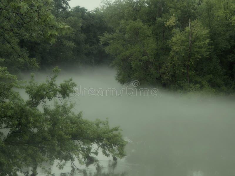 Río de niebla de la bobina imagenes de archivo