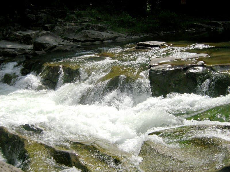 Río de Prut, Yaremche fotografía de archivo