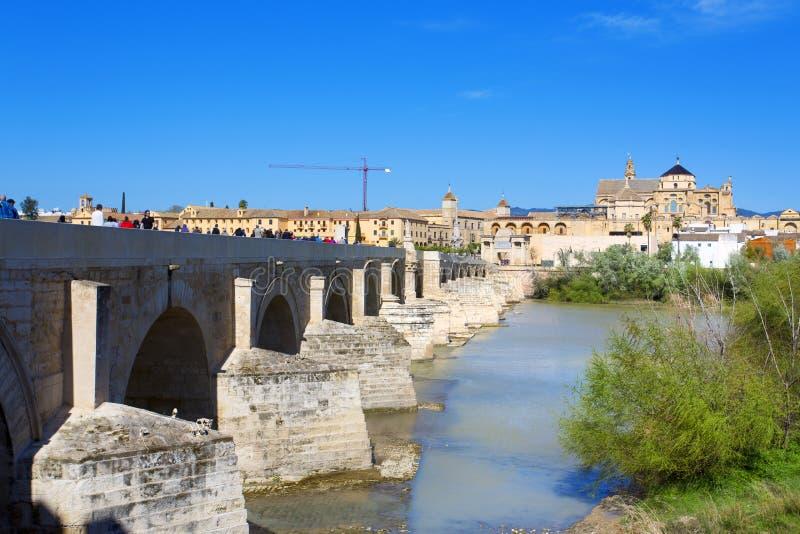 Río de Roman Bridge y de Guadalquivir, gran mezquita, Córdoba, Anda imagen de archivo