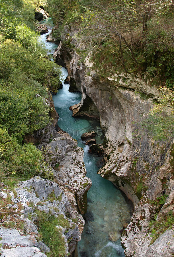 Río de SoÄa, Eslovenia fotos de archivo