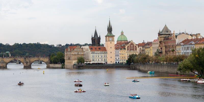 Río de Vltava en Praga imagen de archivo