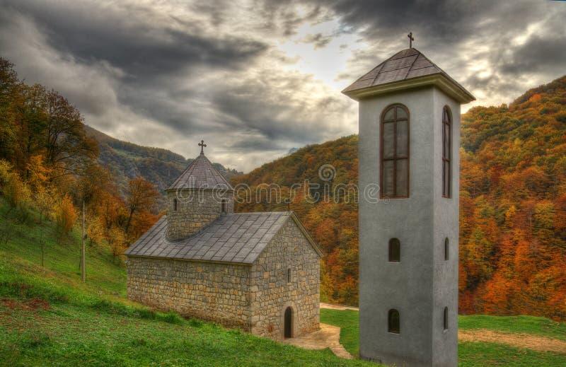Río del cañón Tara cerca del ‡ del eviÄ del ` del urÄ del  de Ä Tara Bridge y un monasterio San Miguel, Montenegro imágenes de archivo libres de regalías
