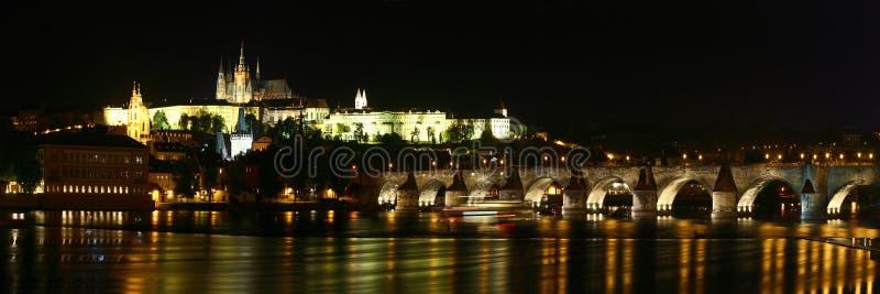 Río del castillo de Praga, de Charles Bridge y de Moldava fotos de archivo