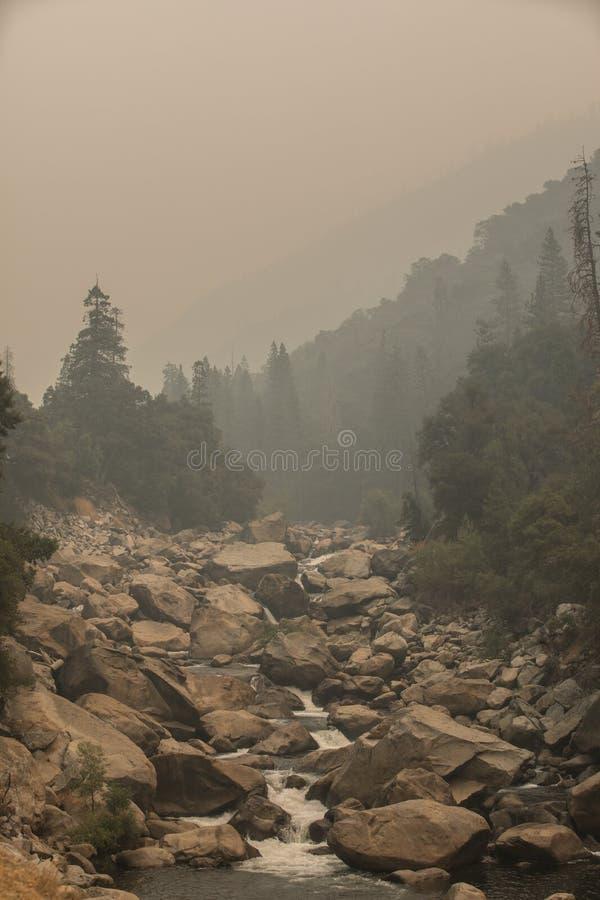 Río del parque nacional de Yosemite foto de archivo