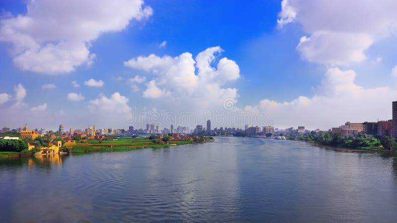 Río el Nilo y El Cairo imagen de archivo libre de regalías