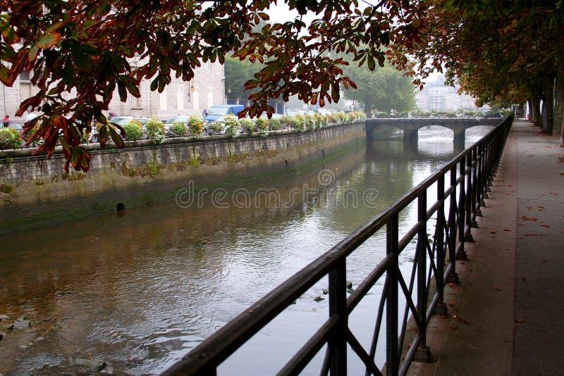 Río en el centro FO Quimper imagenes de archivo