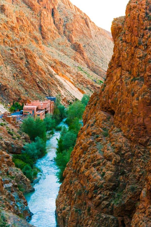 Río en el valle de Dades, Marruecos fotos de archivo