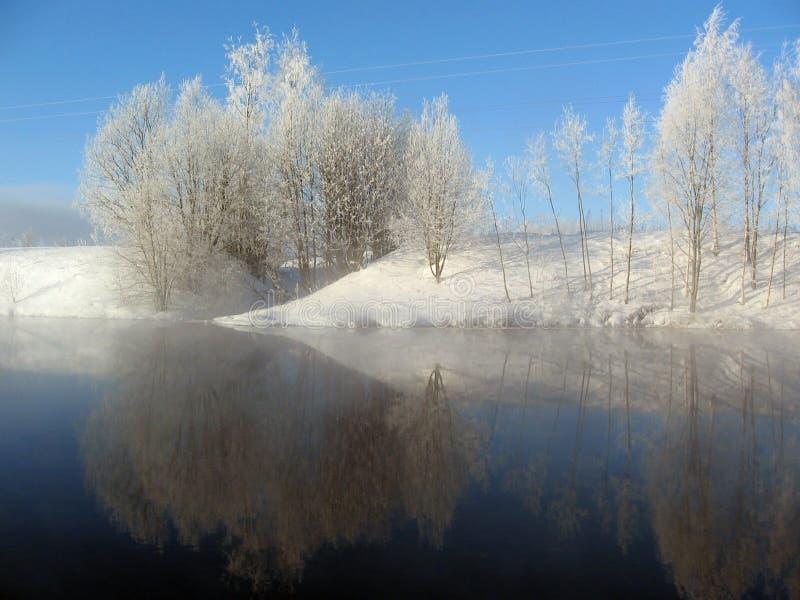 Río en invierno imágenes de archivo libres de regalías