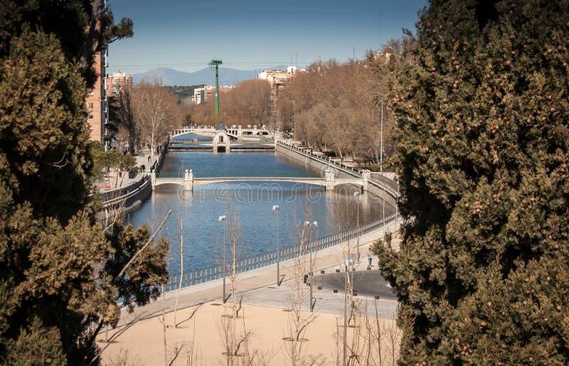 Río en Madrid imagenes de archivo