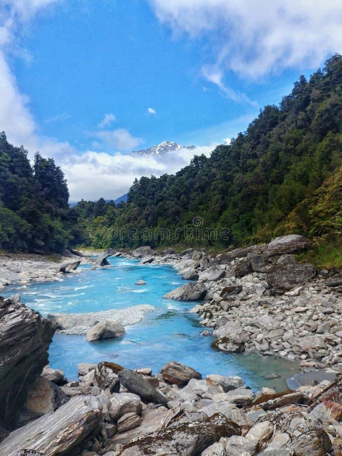 Río helado en la pista de Copland, Nueva Zelanda imagenes de archivo