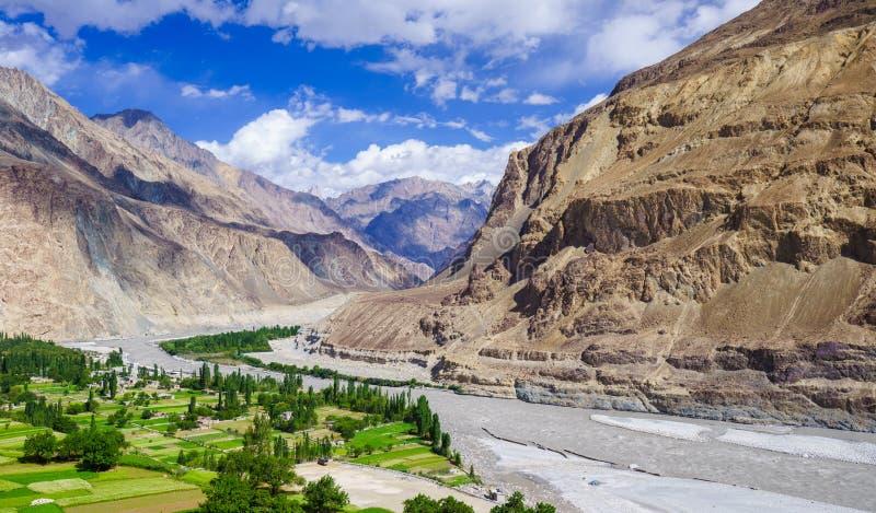 Río hermoso en el pueblo de Turtuk, Diskit, Jammu y Cachemira, adentro foto de archivo libre de regalías