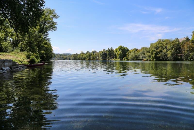 Río Kupa en Croacia fotografía de archivo