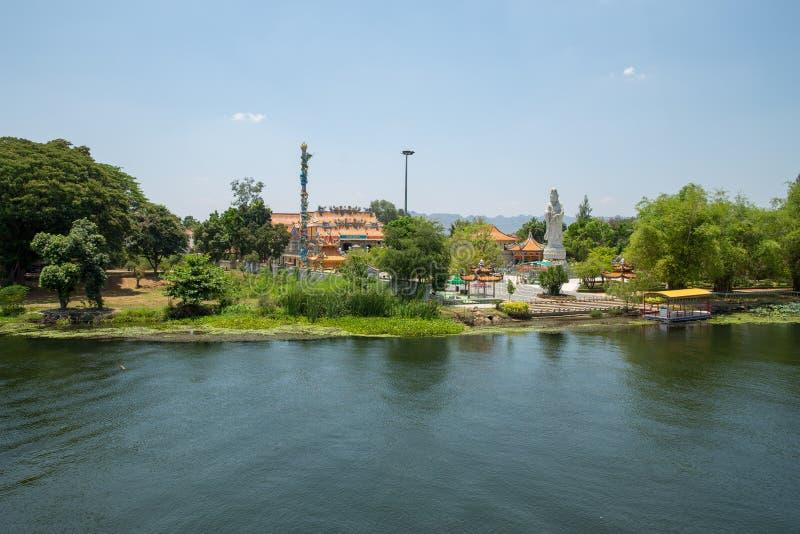 Río Kwai de la visión a Kuan Yin Temple imágenes de archivo libres de regalías