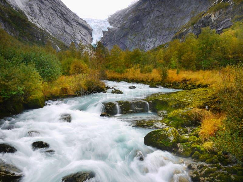 Río mágico del valle del glaciar foto de archivo