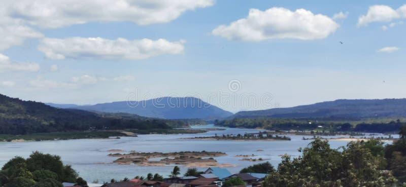Río Mekong en invierno en Khong Chiam, Ubonratchathani, Tailandia foto de archivo