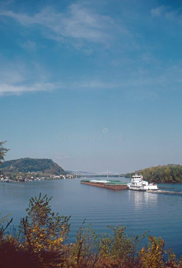 Río Misisipi de la lancha a remolque de la remolque fotografía de archivo
