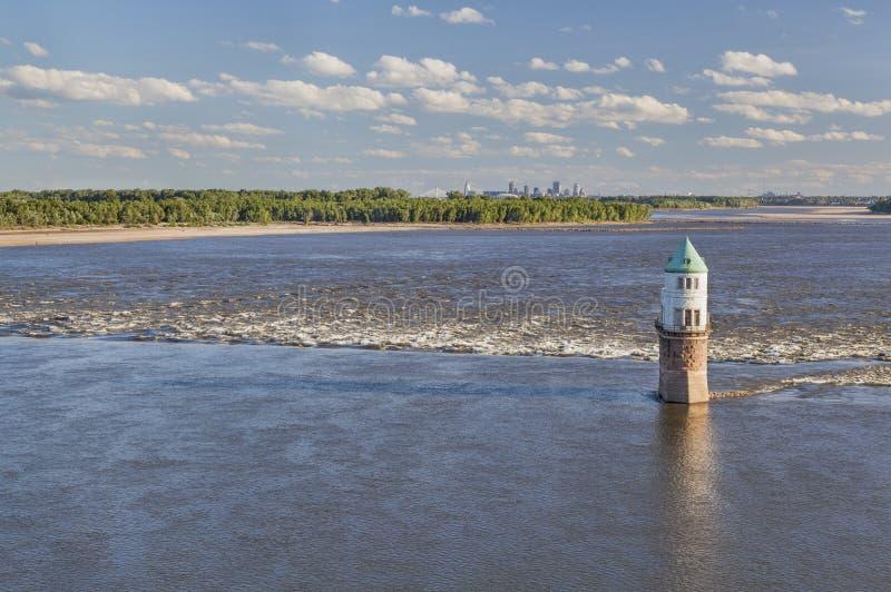 Río Misisipi sobre St. Louis foto de archivo