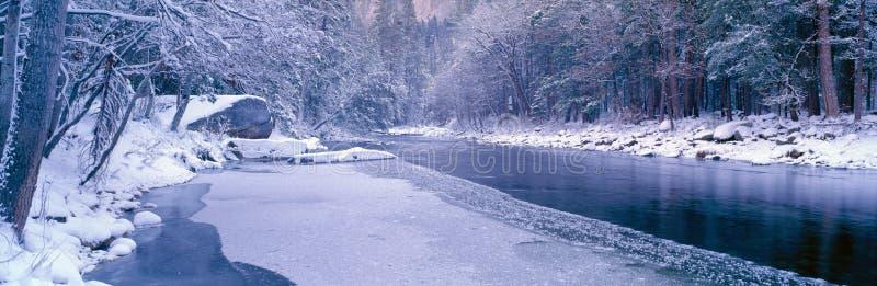 Río Nevado Merced en Yosemite fotos de archivo