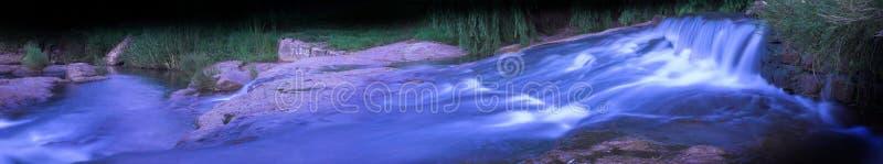 Río que fluye 2 panorámicos fotos de archivo