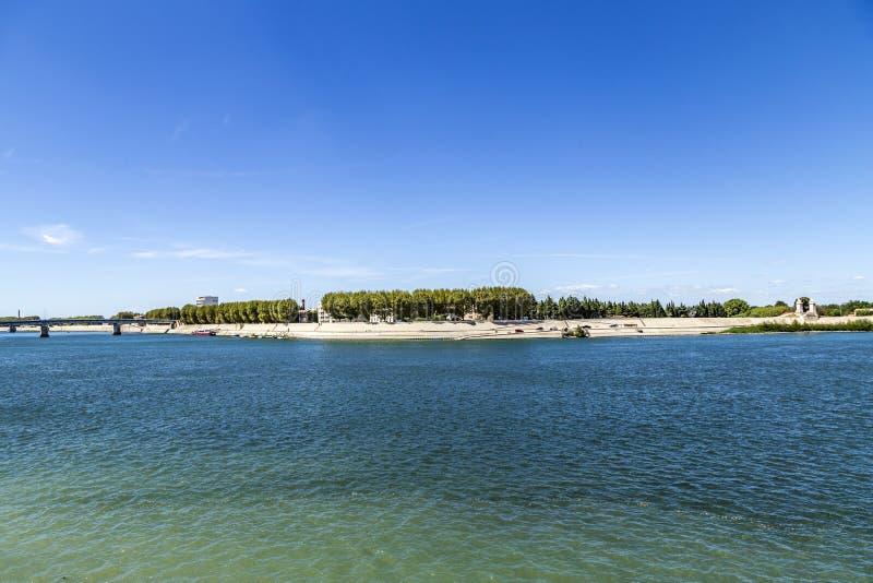 Río Rhone en Arles fotografía de archivo
