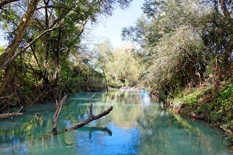 Río salvaje cerca de Parga, Grecia, Europa foto de archivo