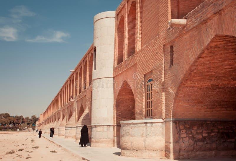 Río seco de la cruz iraní de las mujeres foto de archivo