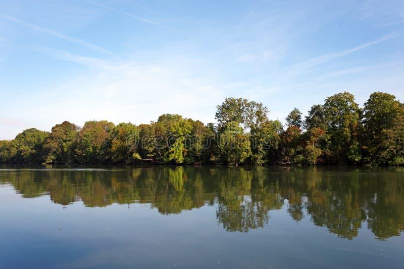 Río Sena en el país del Sena y de Marne imagen de archivo