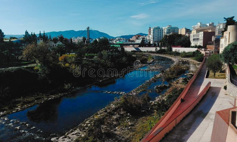 Río Serpis a través de Gandía fotos de archivo