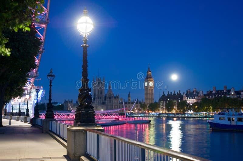 Río Thames en el amanecer imagenes de archivo