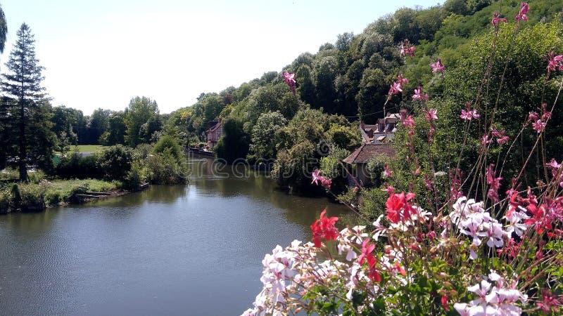 Río, una vista magnífica de un río en el campo imágenes de archivo libres de regalías