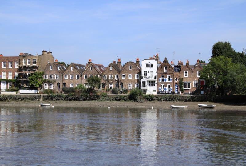 Río viejo Thames Londres de las casas imagen de archivo libre de regalías