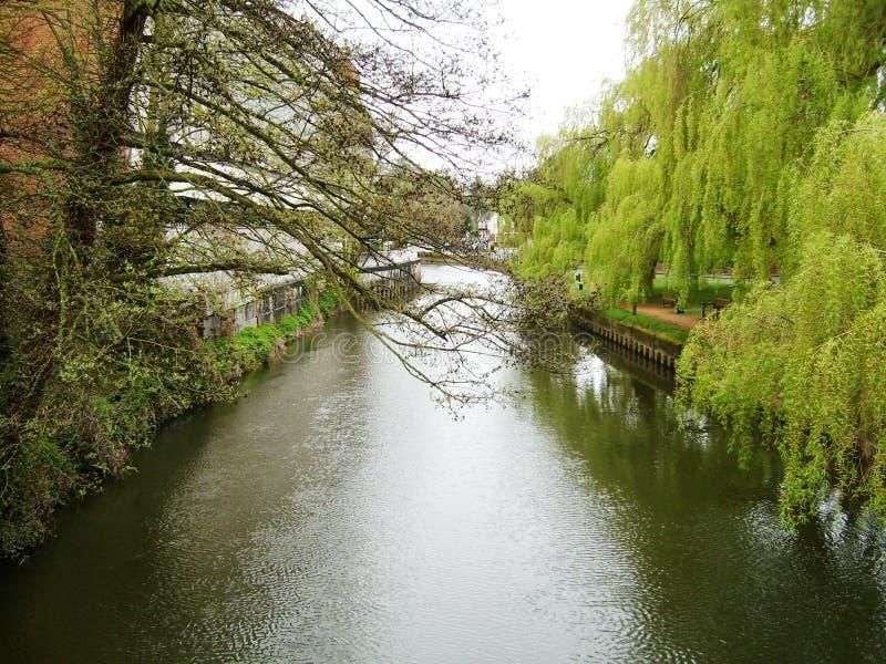 Río Wey en Guildford imagenes de archivo
