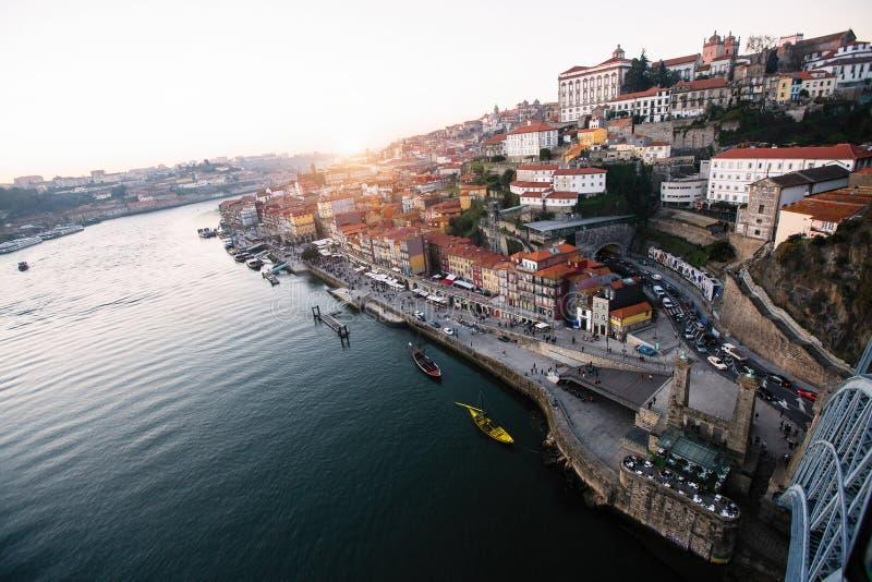 Río y Ribeira del Duero del puente de Dom Luis I, Oporto fotografía de archivo
