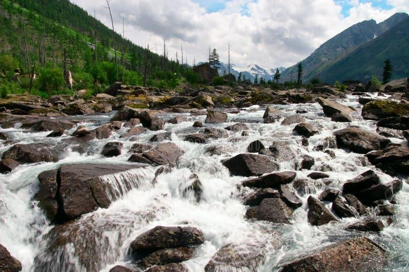 Río y rocas ásperos. imágenes de archivo libres de regalías