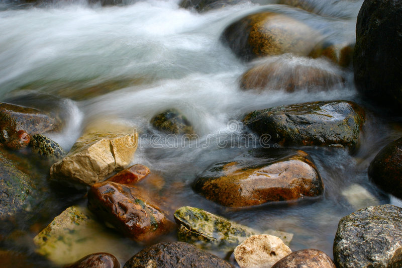 Río y rocas   fotografía de archivo libre de regalías