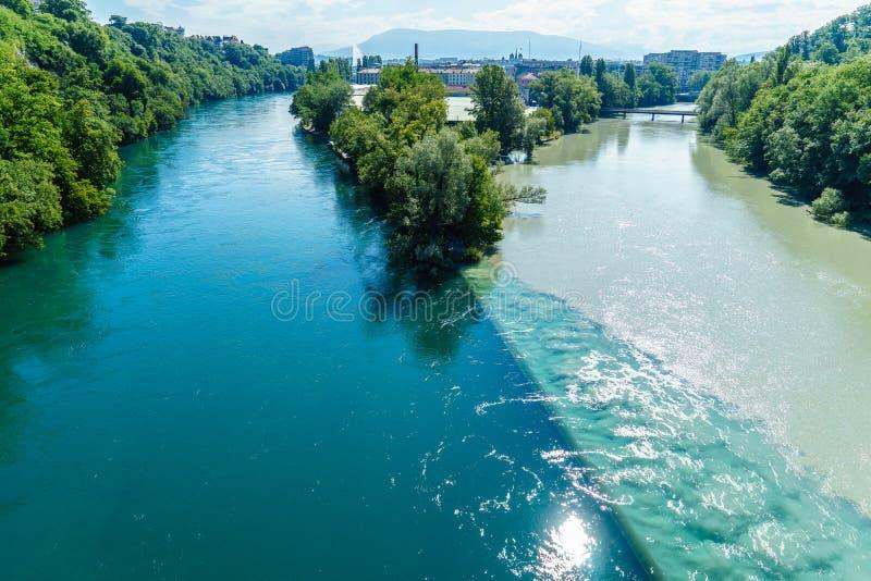 Ríos que chocan en Ginebra fotos de archivo