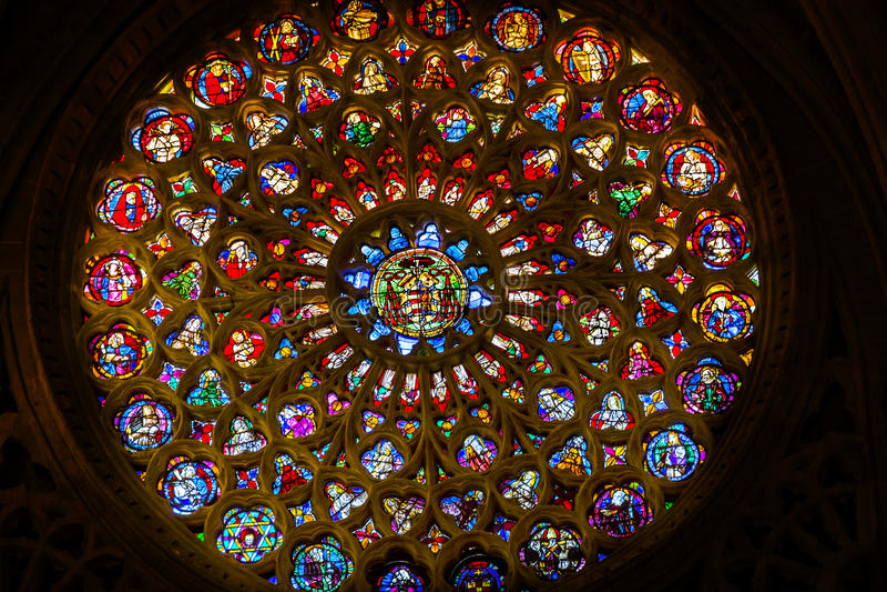 Różany Nadokienny świętego witraż Katedralny Toledo Hiszpania zdjęcie royalty free