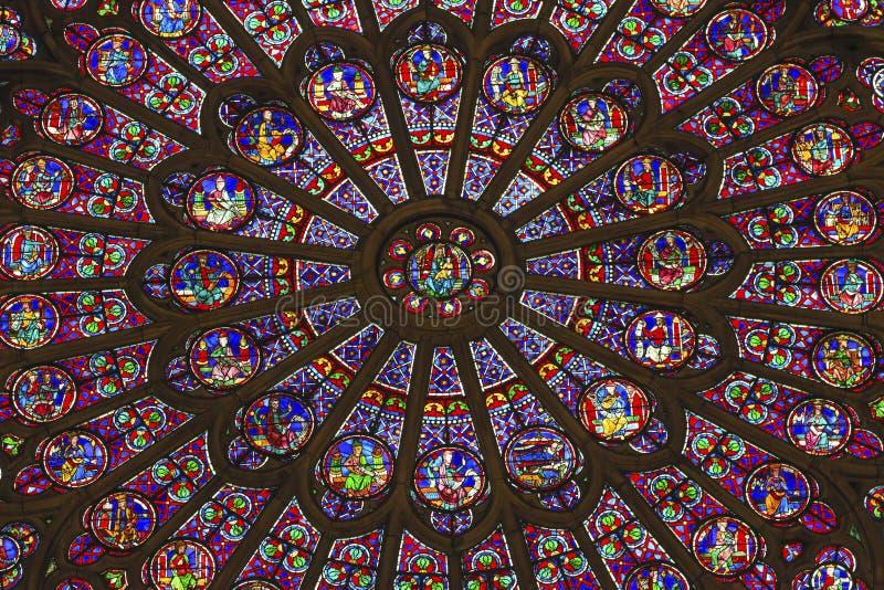 Różany Nadokienny Mary Jezusowy witraż Notre Damae Paryż Francja zdjęcia royalty free