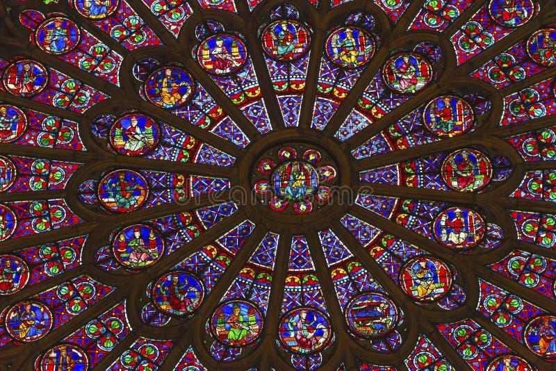 Różany Nadokienny Mary Jezusowy witraż Notre Damae Paryż Francja zdjęcie royalty free