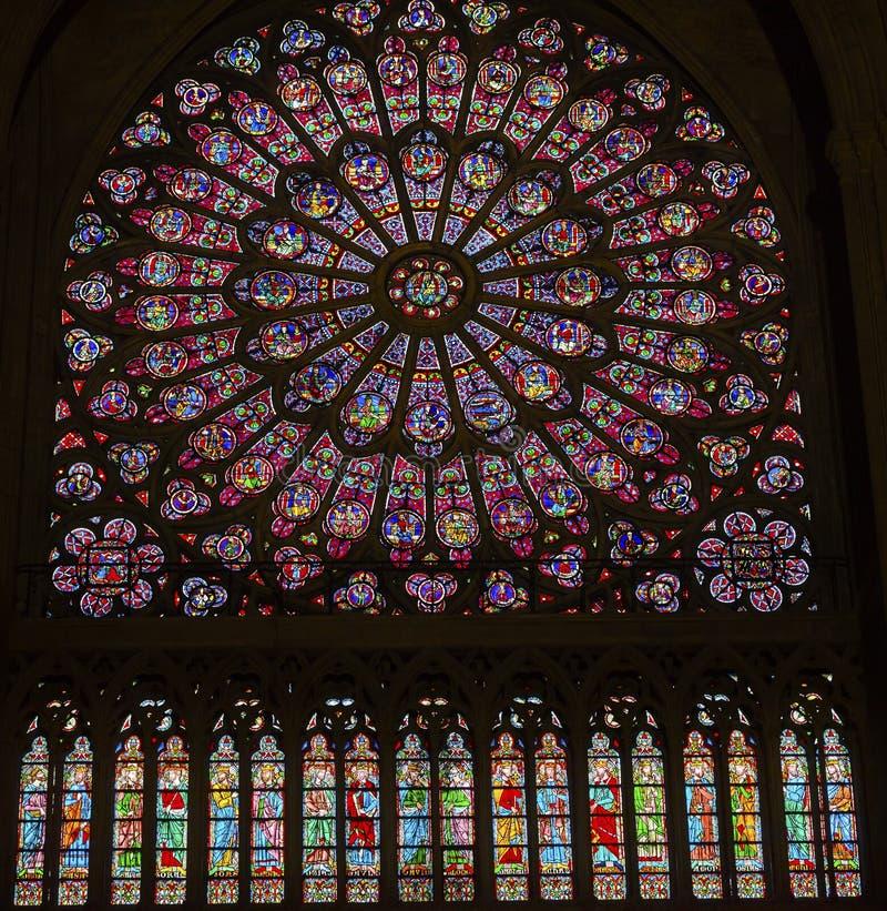 Różany Nadokienny Mary Jezusowy witraż Notre Damae Paryż Francja obrazy royalty free